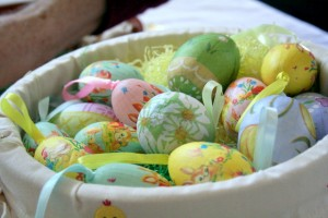 Decorated_Easter_eggs_in_basket,_March_2008